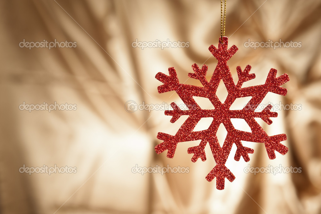 Red snow flake on a gold background for Christmas — Stock Photo #10415427