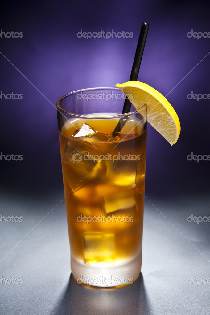 Long Island Iced tea infront of artistic background — Stock Photo #8399678