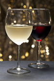 White, Red Wine in front of beautiful background — Stock Photo