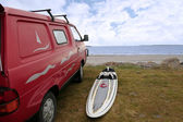 Windsurfers van and board at beach — Stok fotoğraf