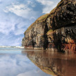 Cliff reflection on ballybunion beach - 图库照片