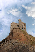 Ballybunion castle ruin on a high layered cliff — Photo