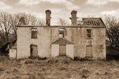 Old abandoned farmhouse ruin — Stock Photo