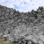Broken high stone wall — Stock Photo #9412569
