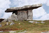 Poulnabrone dolmen portal limestone tomb — Stock Photo