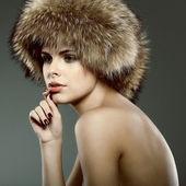 Zdjęcie seksualne piękna dziewczyna jest w fur odzież — Zdjęcie stockowe