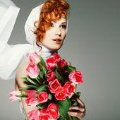 Portrait beautiful redheaded girl in retro style — Stock Photo