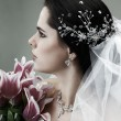 A brunette is beautiful in a wedding-dress, wedding decoration — Stock Photo