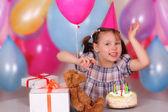 Niña feliz en su cumpleaños — Foto de Stock