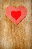 Rode harten op hout achtergrond — Stockfoto