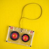 Viejo cassette de audio con caja de discurso — Foto de Stock