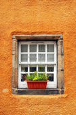 Old tiny windows in 6th century cottages, Culross, Fife, Scotlan — Foto Stock