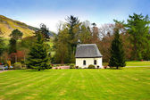 Springtime landscape with an old, white chapel, Scotland — Stock Photo