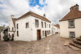Old street and historical houses in Culross, Scotland — Stock Photo