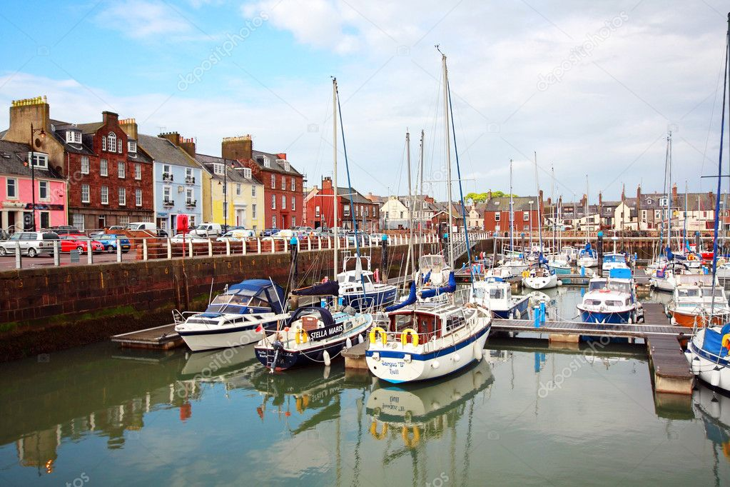 Old harbour in Arbroath in Scoltand — Stock Photo #9857993