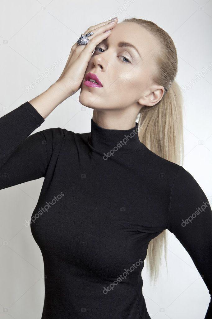 Luxury closeup blond girl portrait — Stock Photo #9662973