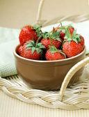 Ceramic bowl with ripe fresh strawberries — Stock Photo