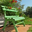 Foto Stock: Green wooden bench