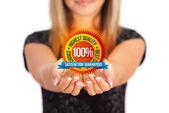 Ruce držící obchodní symbol — Stock fotografie