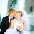 Bride and groom kissing — Stock Photo #8612664