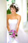 A beautiful bride in the white wedding dress. — Стоковое фото