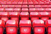 スタジアムで赤い座席 — ストック写真