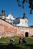 Children depict the monastery — Stock Photo