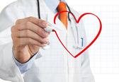 Läkaren ritade hjärta form — Stockfoto
