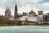 Novodevichy convent in Moscow in the spring — Stock Photo