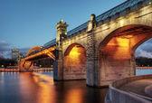 Vista de noche de puente pushkinsky — Foto de Stock