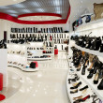 Interiören i skoaffär — Stockfoto #9259052
