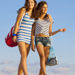 Happy teens on beach vacation or spring break — Stock Photo