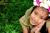 Mignon de jeune fille souriant — Photo