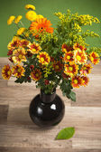 夏天鲜花花束花瓶里的特写 — 图库照片