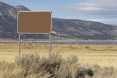 Blank sign with mountains in the back — Stock Photo