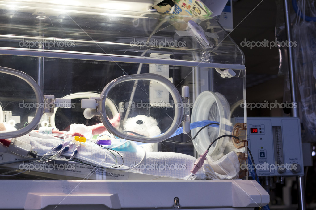 A newborn in an incubator. in the NICU unit — Lizenzfreies Foto #9279943