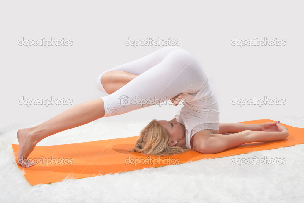 Young beautiful girl is professionally engaged in yoga — Stock Photo #8504684