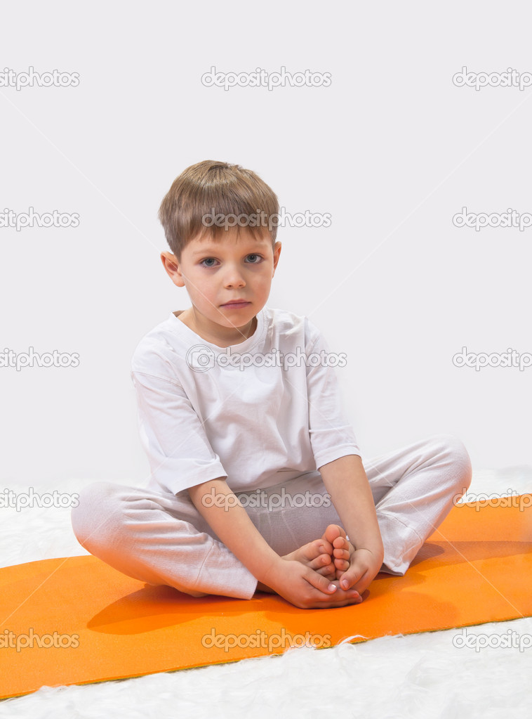 Baby  yoga. The little boy does exercise.  Foto de Stock   #8504695