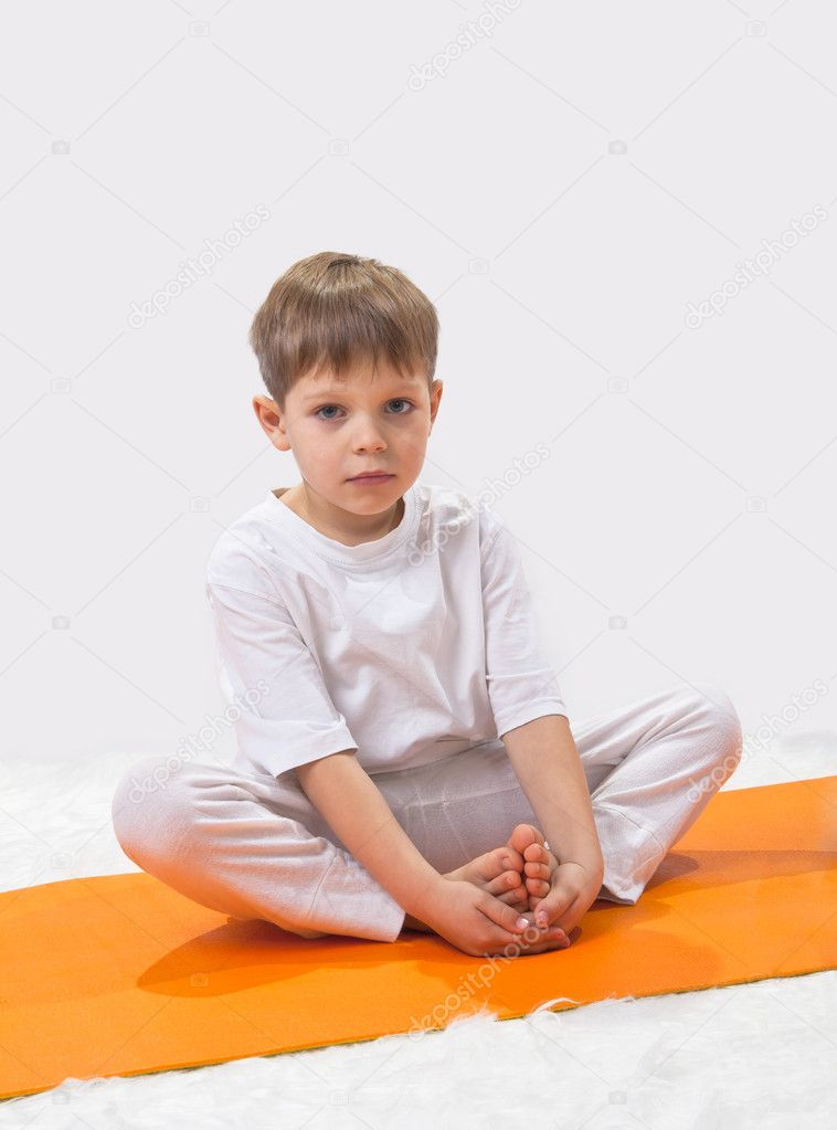Baby  yoga. The little boy does exercise. — Foto Stock #8504695