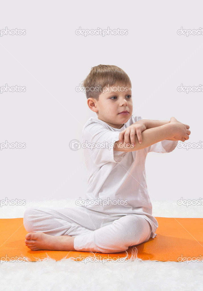 Baby  yoga. The little boy does exercise. — Stock Photo #8504838