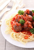 Spaghetti and tomato sauce with meatballs — Stock Photo