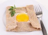 Crepe de trigo sarraceno com ovo — Fotografia Stock