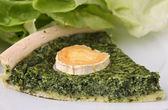 Slice of spinach quiche — Zdjęcie stockowe