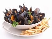 Isolated plate of mussels an chips — Stock Photo