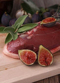 Raw duck breast and fresh fig — Stock Photo