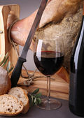 Serrano ham and wine — Stock Photo