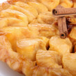 Delicious tart tatin — Stock Photo