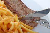 Entrecot de ternera y patatas fritas — Foto de Stock