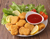 Plate of nuggets and salad — Stock Photo