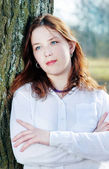 红头发的年轻漂亮的女人 — 图库照片